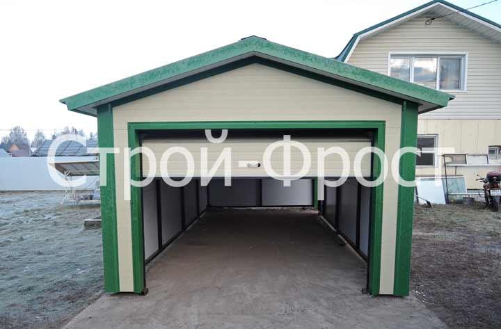 Построенный зимой транспортируемый гараж из сэндвич-панелей