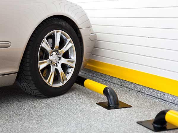 Идеи обустройства гаража - упор для колеса