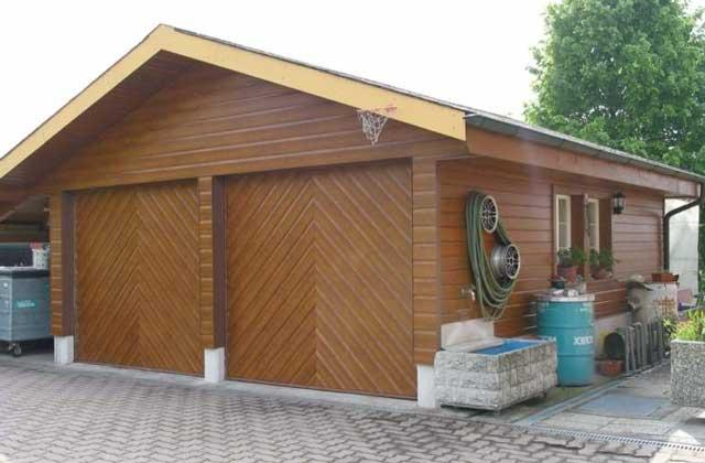 Строительство гаража на даче - дерево является красивым, но не очень практичным материалом