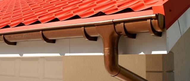 Правильно собранная водосточная система для гаража выглядит очень эстетично