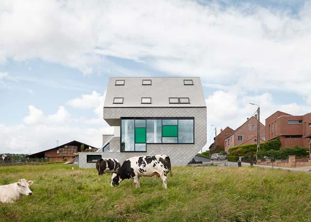 Дом из сэндвич панелей выглядит необычно