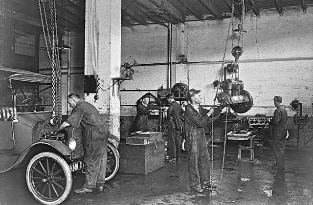 Типичный гараж начала прошлого века