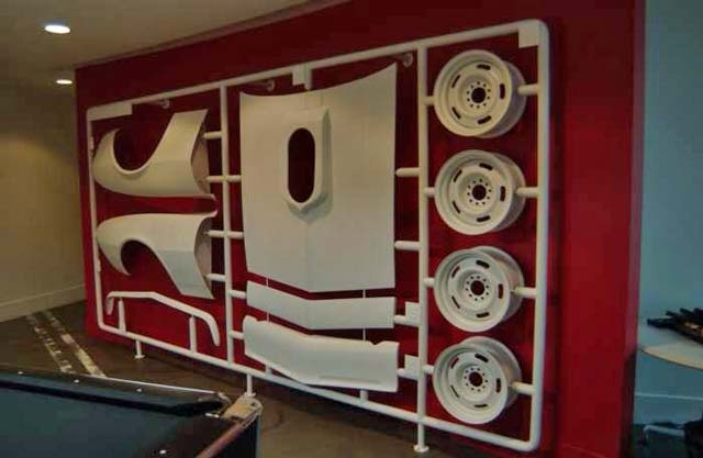 Замечательная идея, как украсить гараж.