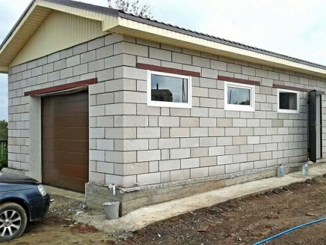 Построить капитальный и в то же время бюджетный гараж проблематично, даже если выполнять большую часть работ своими руками