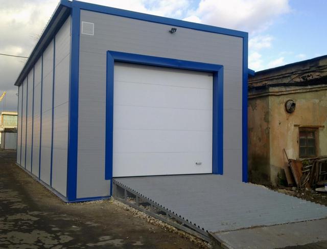 Теплый гараж для грузового автомобиля