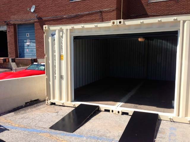 Гараж из двух контейнеров - вид снаружи