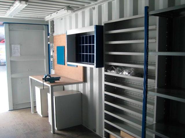 Если вы хотите построить гараж из контейнера 20 футов, фото мастерской в этом самом контейнере должно вас вдохновить. Согласитесь, неплохо!