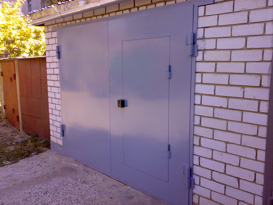 как покрасить гаражные ворота