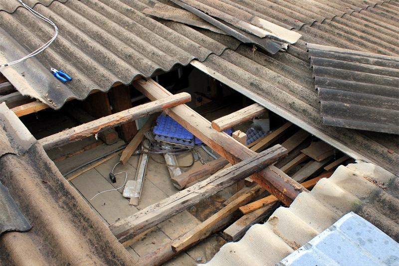 заделать щель на крыше гаража