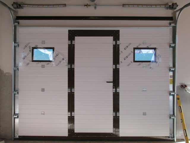 Секционные автоматические ворота для гаража Дорхан идеально подходят для построек из сэндвич-панелей