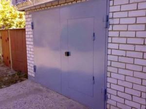 Распашные ворота в гараж