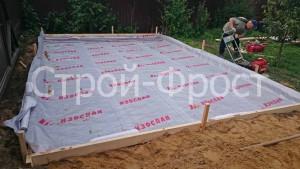 Подготовка к заливке плитного фундамента для гаража из сэндвич-панелей