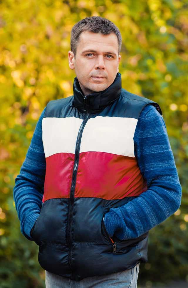 Сергей не хотел тратить свое время на ежедневную борьбу с ржавыми воротами и замком