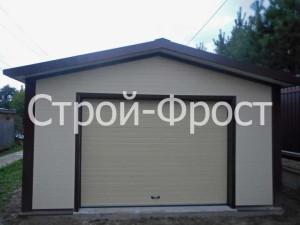 Современный гараж-мастерская из сэндвич-панелей под ключ с удобными секционными воротами от компании Строй-Фрост