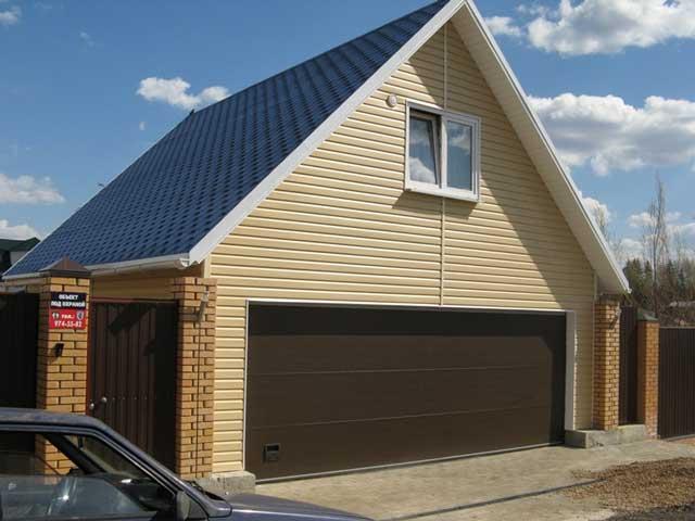 Проект двухэтажного гаража позволяет обзавестись дополнительным помещением за минимальную цену