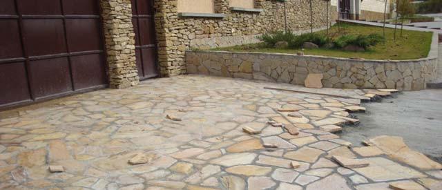 Мало построить гараж, нужно сделать к нему подъездную дорогу, например, из камня