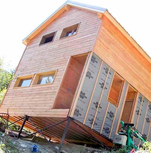 Построить каркасный гараж или дом можно на любой местности, мощный фундамент не нужен