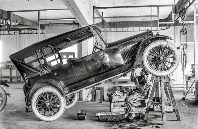 Так раньше ремонтировали автомобиль