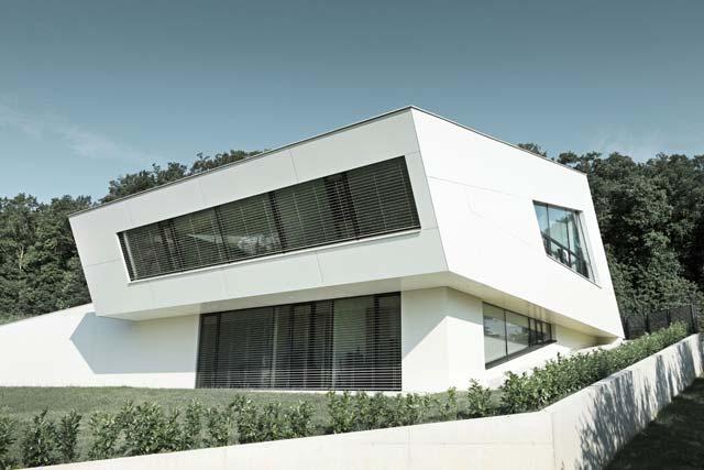 Если вы хотите строить из сэндвич панелей экологичный и экономичный дом - придется пойти на эксперименты с дизайном
