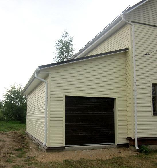 Простой способ - пристроить каркасный гараж