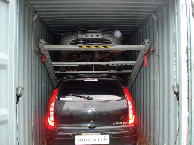В контейнер может влезть 2 автомобиля, но он все равно узковат для гаража