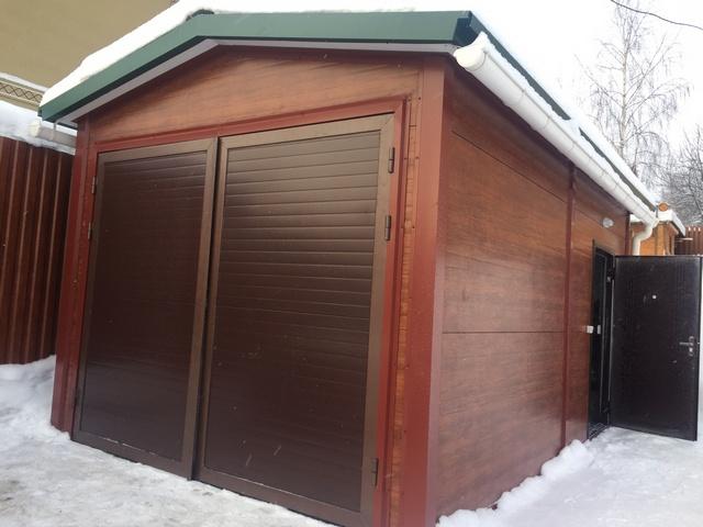Гараж из сэндвич панелей с отделкой под дерево - отличная альтернатива деревянному гаражу