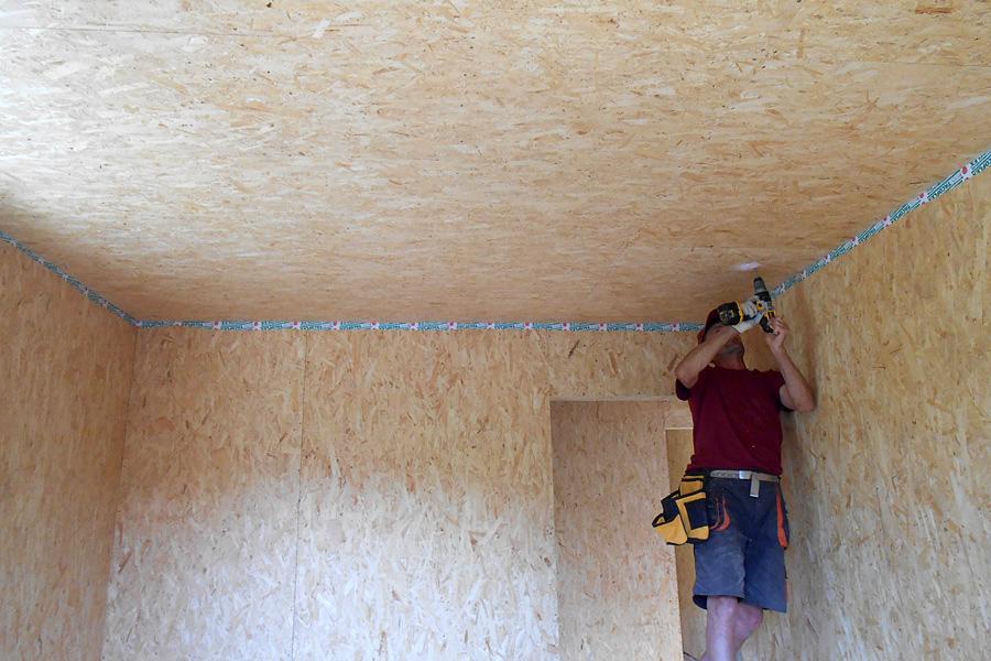 Обшивка потолка гаража ОСБ плитами