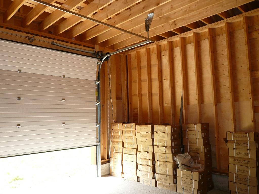 потолок из дерева в гараже